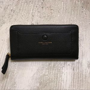 MARC JACOBS wallet.